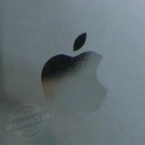 Apple logo en letters lijken erop 'geplakt'