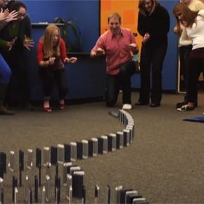 10.000 iPhone 5 Domino [video]
